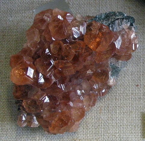 Hessonite_striated_crytals